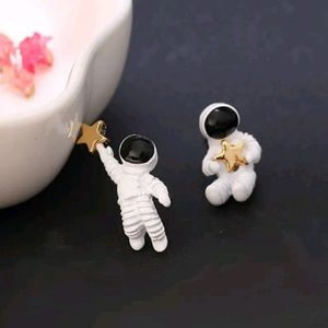 Cute astronaut star earrings